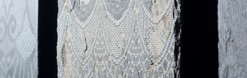 Slate decorated with lace pattern