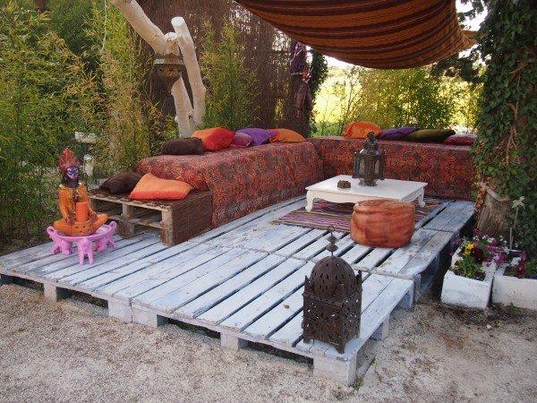 Wooden Pallet Garden Decking