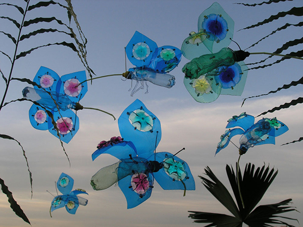 Butterfly sculptures made of upcycled plastic bottles by Veronika Richterová