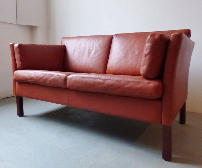 Vintage Danish leather 2-seater sofa in red