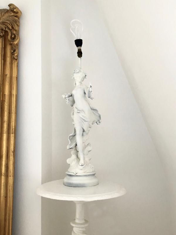 White statue table lamp