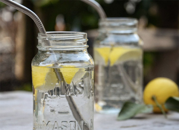 stainless steel straws in mason jars