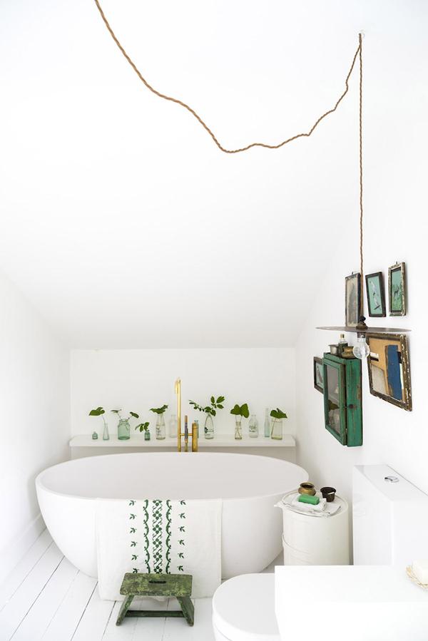 Vintage decor in the bathroom