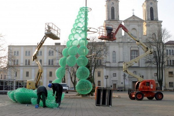 Assembling plastic bottle Christmas tree