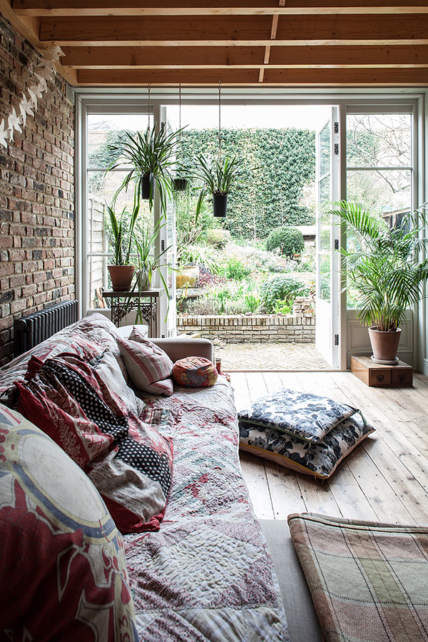 Laid back living space with doors leading out onto garden