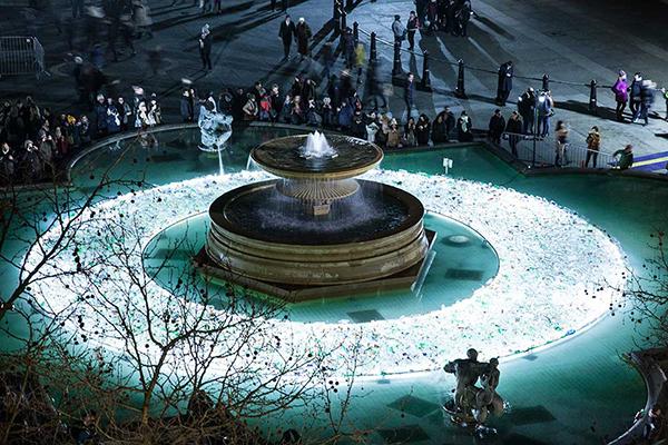 Plastic Island installation by Luz Interruptus
