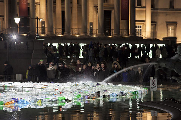 Plastic bottle art by Luz Interruptus