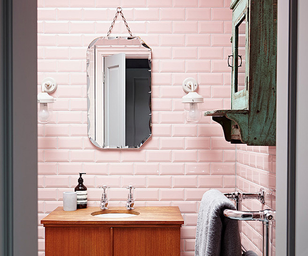 8 stylish vintage decorating ideas for the bathroom - UPCYCLIST