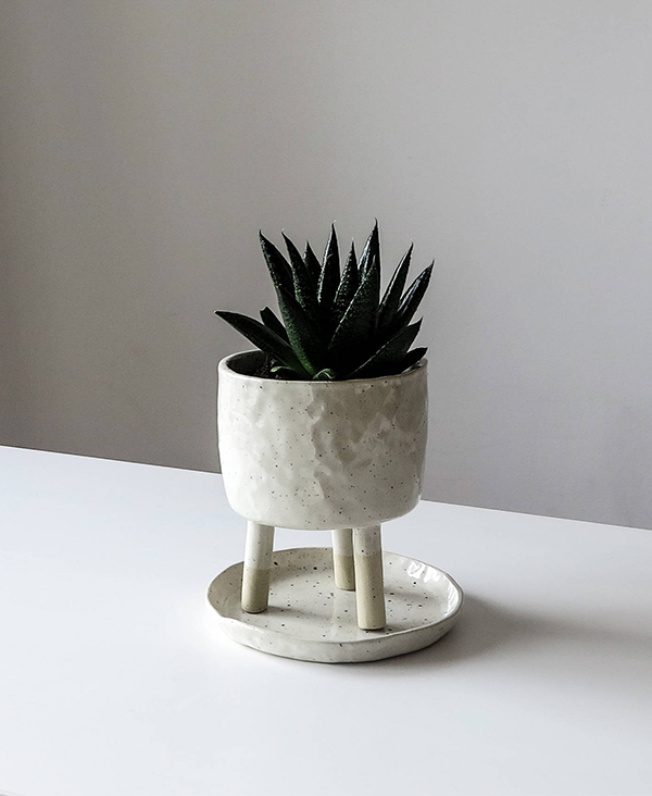Speckled stoneware tripod ceramic planter