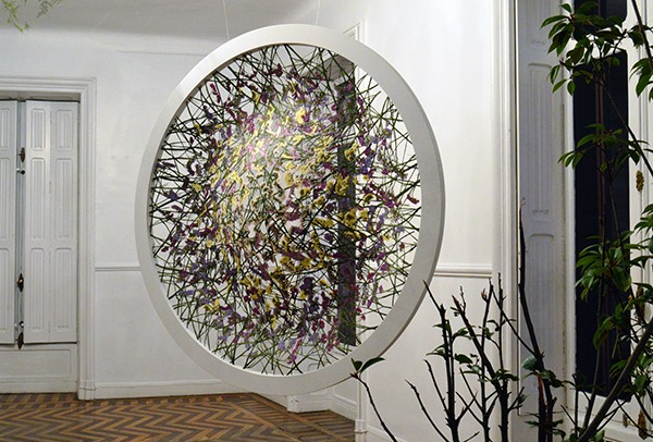 See Through floral sculpture by Ignacio Canales Aracil