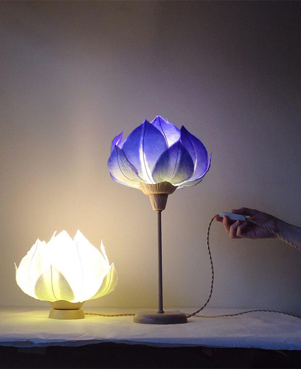 Blue flower desk lamp