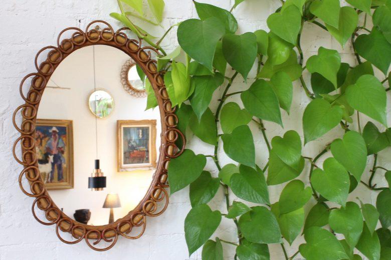 Oval vintage rattan mirror