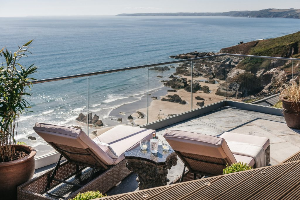 Cabin to rent by the beach on the Cornish coast