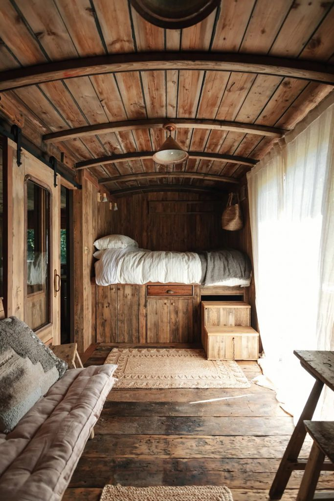Converted railway carriage cabin for rent
