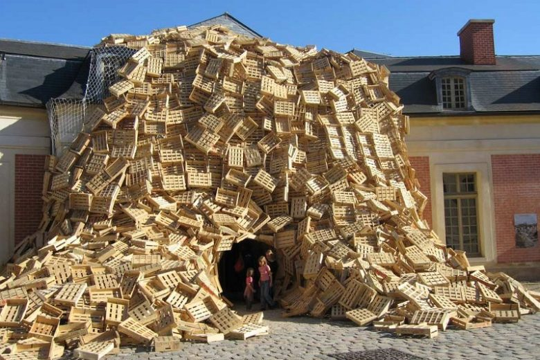 Wooden-crate-art-installations-by-Tadashi-Kawamata